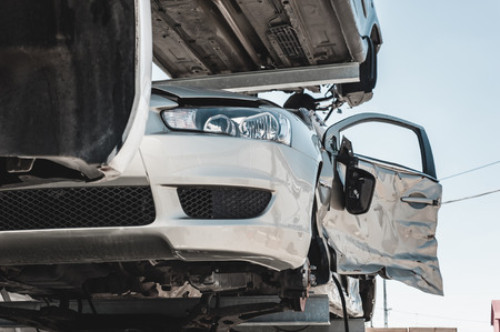 dismantling: Auto parts dismantling yard.