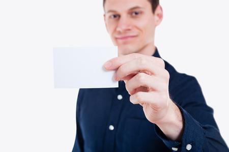 Close-up blanc carte de visite vide en homme d'affaires main