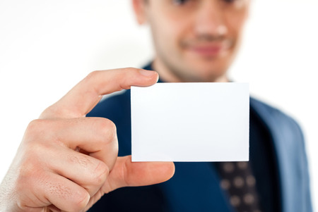 Close-up de la carte de visite dans l'homme d'affaires main