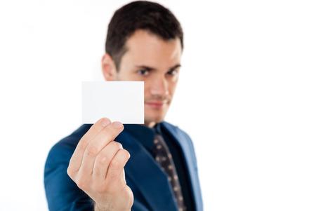Close-up de la carte de visite dans la main homme d'affaires
