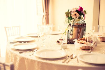 místo: Tabulka set pro stranu akce nebo svatební hostinu Reklamní fotografie