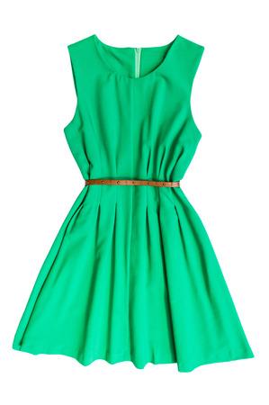 moda ropa: vestido verde con cinta sobre un fondo blanco Foto de archivo