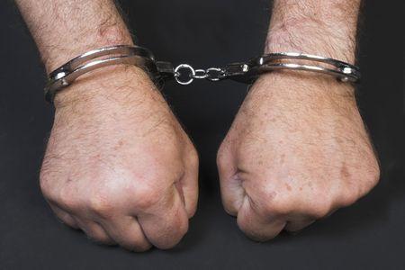 delincuencia: Manos con grilletes