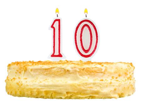 numero diez: pastel de cumplea�os con velas el n�mero diez aisladas sobre fondo blanco