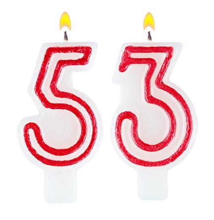 velitas de cumpleaños: Velas en su cumpleaños número cincuenta y tres aislados sobre fondo blanco