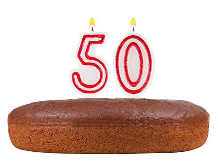 number 50: pastel de cumplea�os con velas el n�mero 50 aislados sobre fondo blanco