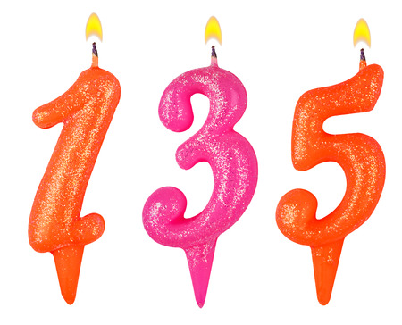 thirty five: candele numero 135 isolato su sfondo bianco