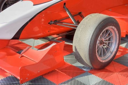 Wheels and tyres of red formula bolide Standard-Bild