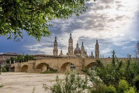 Saragosa and Basilica of Our Lady of the Pillar Standard-Bild
