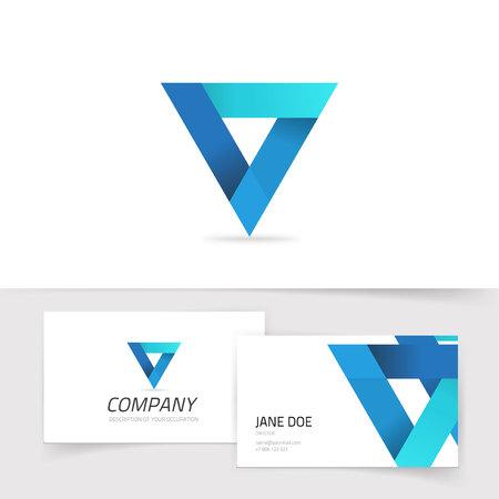 Dreieck abstrakter Vektor, blaues Gradientenprisma isoliert, modernes trendiges Geometriesymbol mit Visitenkartenschablone