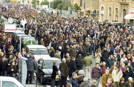 población: el 5 de diciembre de 2009, Piazza della Republica, Roma, NoBday (no de berlusconi d�a) la manifestaci�n