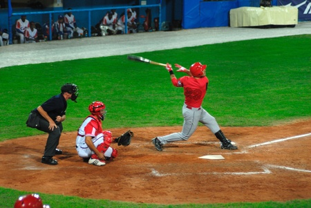 major: Image of the game betwen Canada and Cuba in the baseball worldcup. .Cuba was the winner,5x1,and pass to the final with USA.