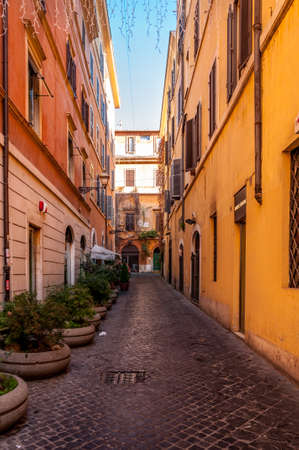 Rome, Italy - Dec 25, 2017 - old narrow street in the old part of the city 新闻类图片