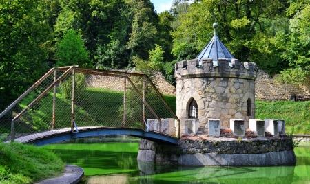 Castle on the lake   Redakční