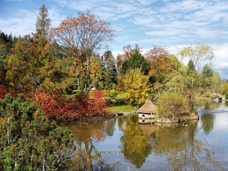 Podzimní jezero s odrazem ve vodě Reklamní fotografie