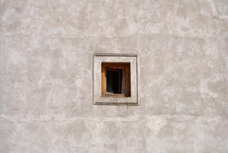 malé okno na zdi