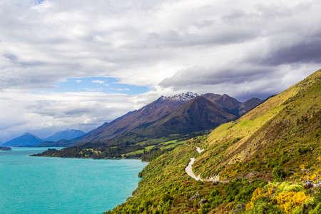 The road to Glenorchy along the shores of Lake Wakatipu. New Zealand Stockfoto