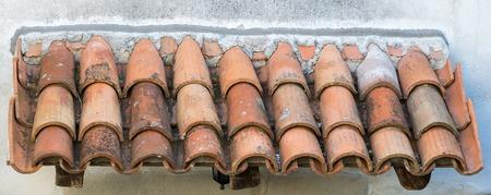 el viejo techo de tejas en el casco antiguo