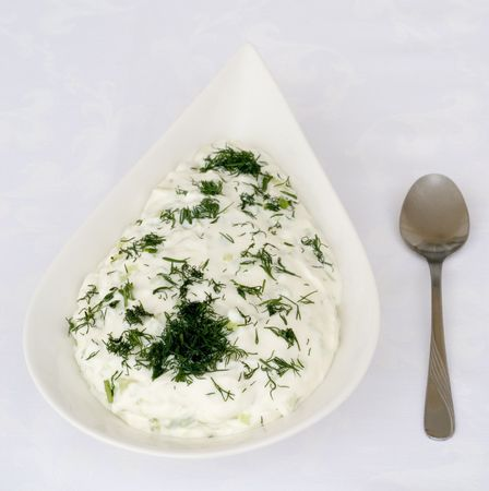 tzatziki: Tzatziki of komkommer en yoghurt salade