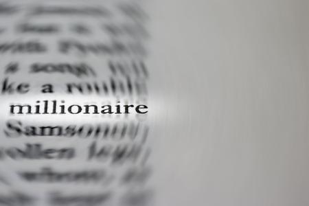 hombre millonario: Fotografía macro de la palabra millonario - concepto