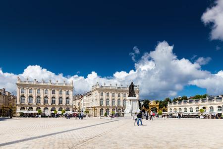 encendedores: Nancy, Francia, 05 de agosto de 2016. Los edificios en el lugar Stanislas en Nancy de la ciudad de oro. Editorial
