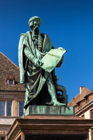 알자스, 프랑스에서 스트라스부르 도시에서 요하네스 구텐베르크의 동상. 스톡 콘텐츠
