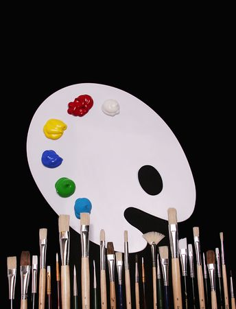 pallette: Blanc palette des peintres et des peintures avec des peintres de brosses. Les signes et les symboles de l'art.