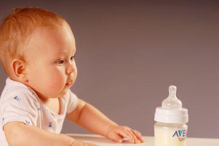nursling: Child with a feeding bottle