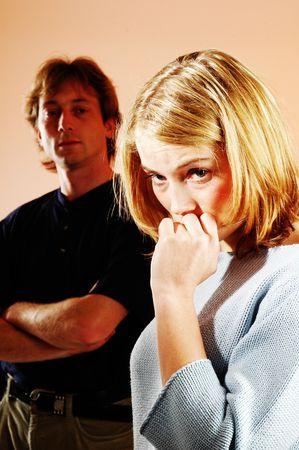 sexy blonde girl: A sad młodych dość sexy blonde girl