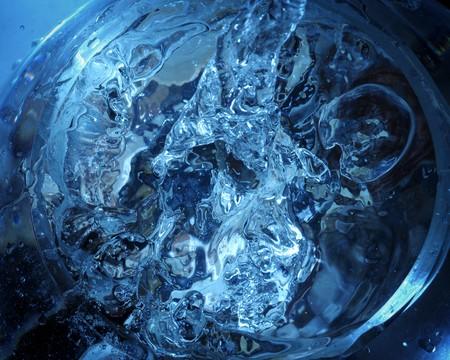 pellucid: El detalle de blebs en azul pel�cida agua.