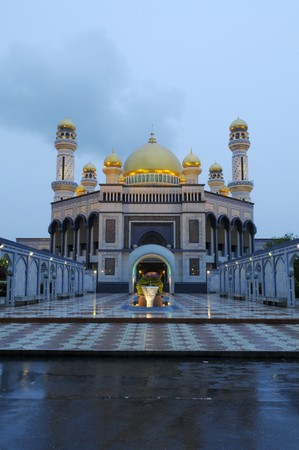The Jame'Asr Hassanal Bolkiah mosque at early avening