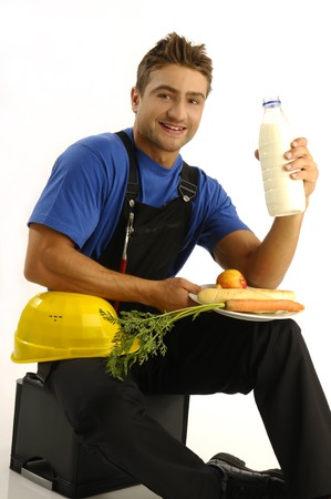 hombre comiendo: Joven trabajador manual comer comida saludable