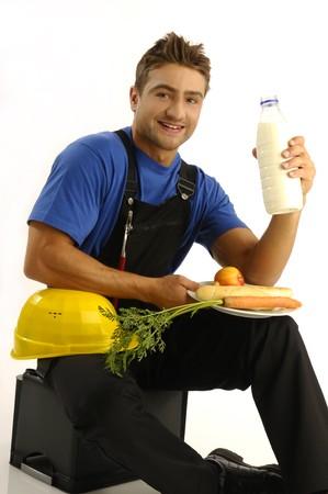Junge manual Worker essen gesunde Mahlzeit  Standard-Bild