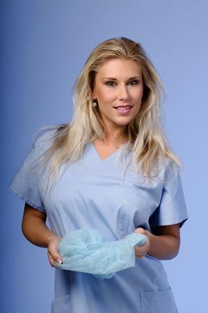 nurse cap: Ragazza bionda in possesso di un tappo Archivio Fotografico