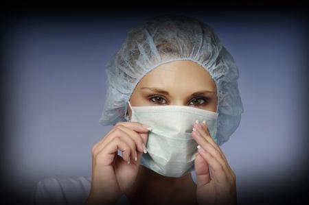 enfermera con cofia: Chica con una gorra y una m�scara m�dica Foto de archivo