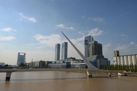 mujer: Puerto Madero bridge in Buenos Aires