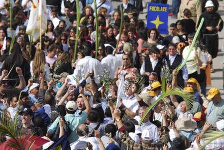Palm Sunday in Jerusalem - big crowd of belivers Redactioneel