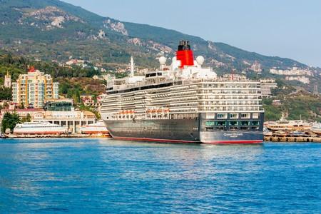 queen elizabeth: YALTA, UKRAINE - OCTOBER 7: Cunard liner Queen Elizabeth arrived in the seaport city of Yalta on October 7, 2012 in Yalta, Ukraine. Editorial