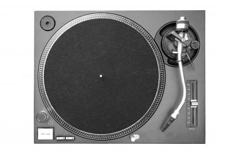 giradisco: A sopra la vista di un giradischi DJ.