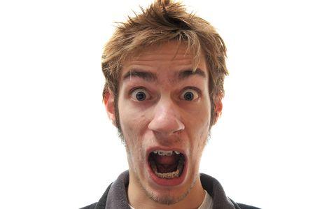 asustado: Hombre aislado en blanco gritando por su vida.
