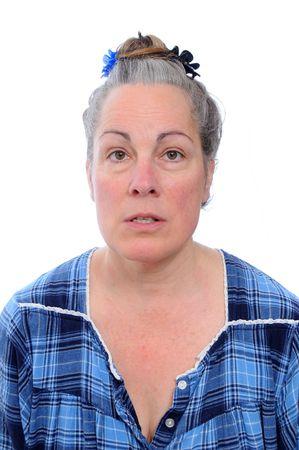 maladroit: Milieu �g�s de femme face maladroite, isol� sur fond blanc en chemise de nuit bleu robe pyjamas