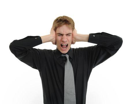 contaminacion acustica: Hombre sosteniendo sus manos hasta sus o�dos intentando silenciar todas las voces que se oye.