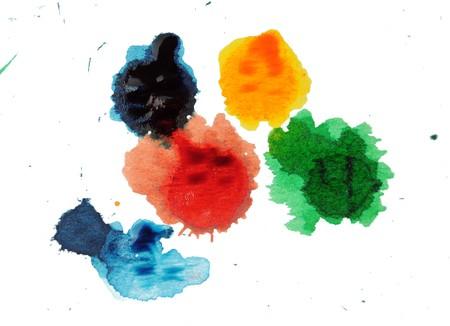 Abstract close-up foto van kleurrijke inkt en verf vlekken, splatters wat schar betreft, dribbels en splatters geïsoleerd op een witte achtergrond.