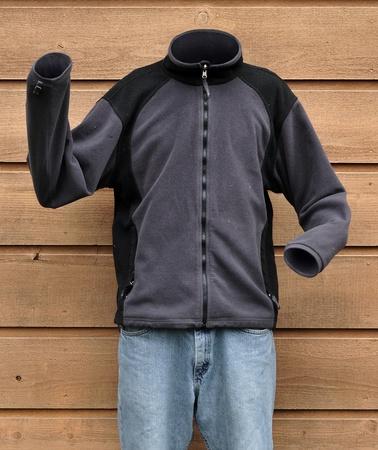 Fotografía de ciencia ficción de un hombre invisible con una camiseta de sudor fuera