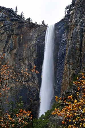 the height of a rim: Waterfall in Yosemite in California