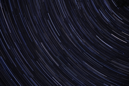 Abstract long exposure of strail trails against a blue sky at night Imagens