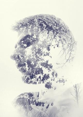 man face: Een mans gezicht staren en nadenken in verwondering als de natuur schept hem.