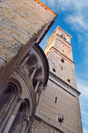 Upward perspective view of the bell tower and the dome of the Santa Maria Maggiore Cathedral in Bergamo, Italy. Stockfoto