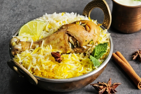 Chicken Biryani spicy chiceken with rice in kadai Indian food Banque d'images