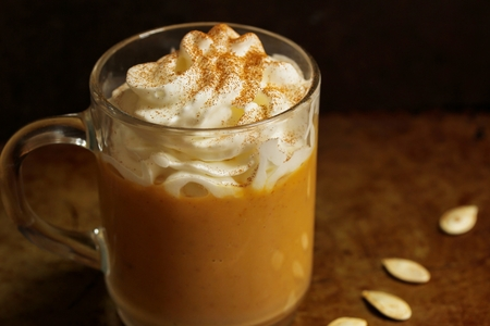 Pumpkin spice latte for halloween and thanksgiving fall season dring Stok Fotoğraf